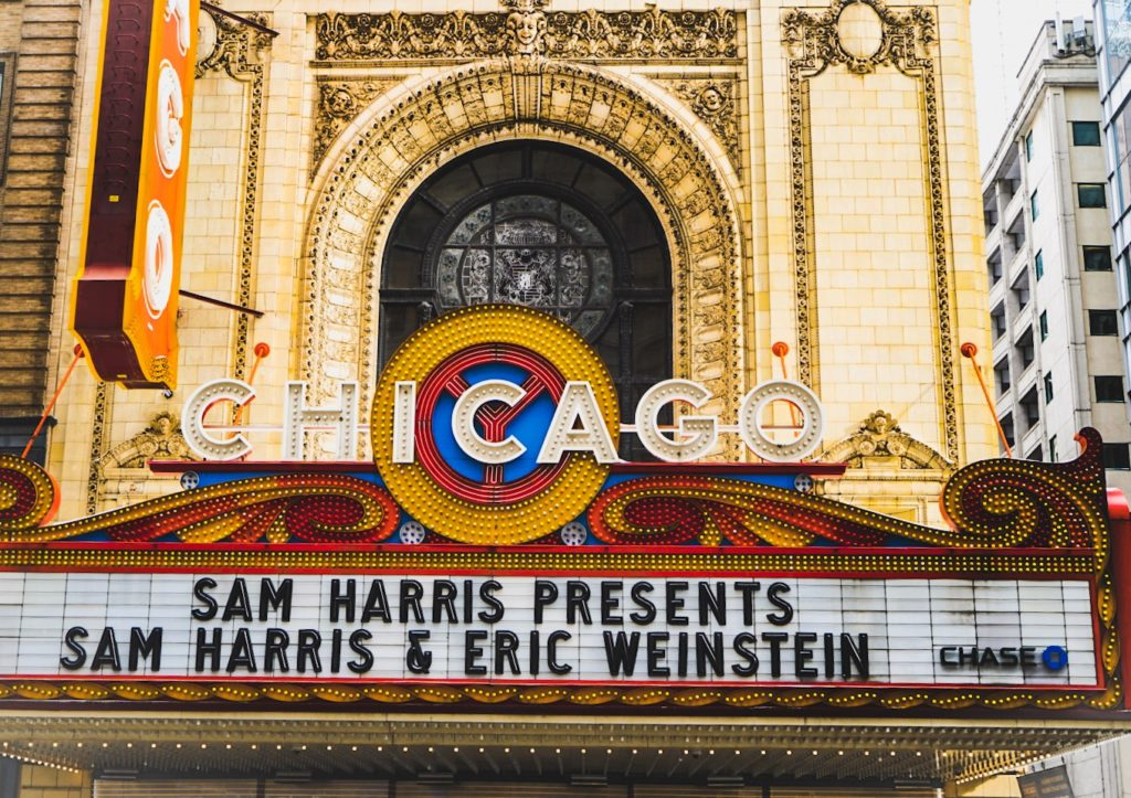 chicago theatre, travel guide, chicago, expat