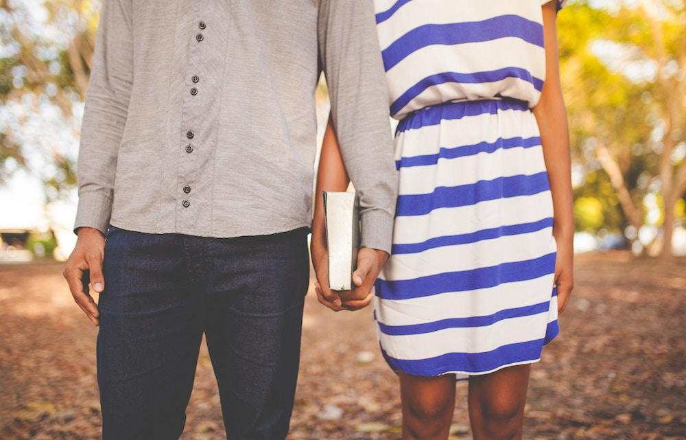 holding hands, us, german, european, culture